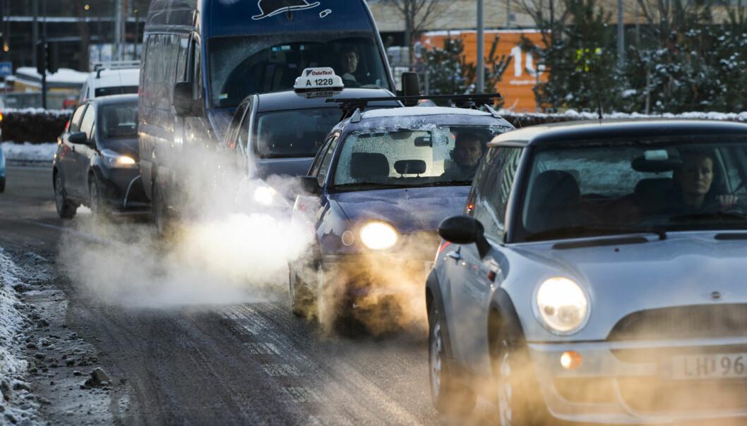 Noe av forurensningen slipper du unna inne i bilen, men ikke all.  (Illustrasjonsfoto: Berit Roald/NTB scanpix)