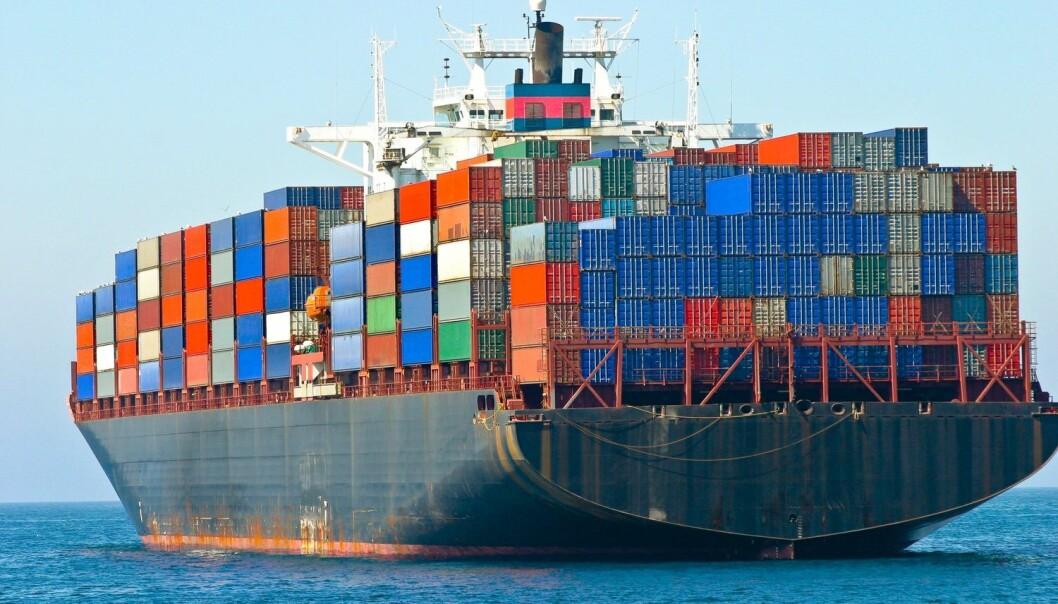 Et containerskip står for flere typer forurensning, både til luften i form av partikkelutslipp, svovelutslipp og klimagasser, og til havet i form av utslipp av olje, spillvann og annet. (Foto: egd, Shutterstock, NTB scanpix)
