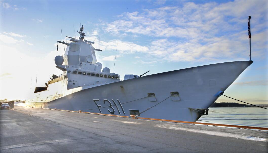 FFI har ifølge Klassekampen undersøkt om de norske fregattene kan få en rolle i Natos missilforsvar. Her ligger fregatten KNM Roald Amundsen til kai i Oslo.  (Foto: Terje Pedersen / NTB scanpix)