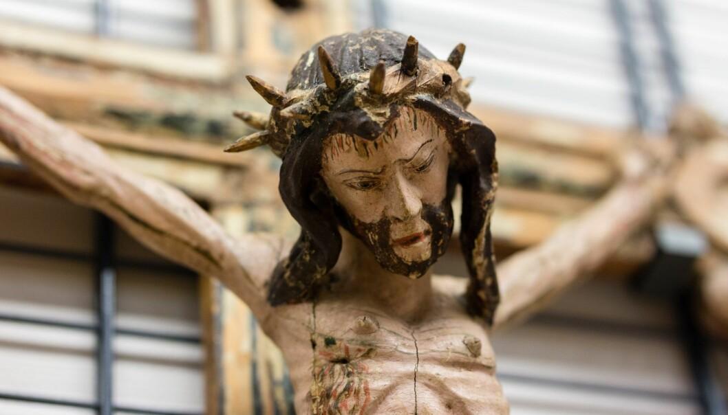Kristus fra Hov kirke er en av skattene i kirkekunstsamlingen. (Foto: Julie Gloppe Solem / NTNU)