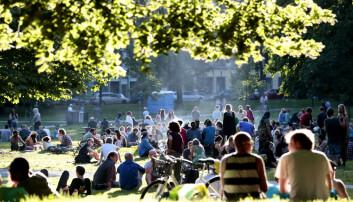 - Ved å skape nabolag med passende gåavstander til butikker, og tilgang til parker, natur, gå og sykkelruter og så videre, bidrar vi til at flere velger å gå i stedet for å ta bilen, skriver artikkelforfatterne. (Foto: Håkon Mosvold Larsen / NTB scanpix)