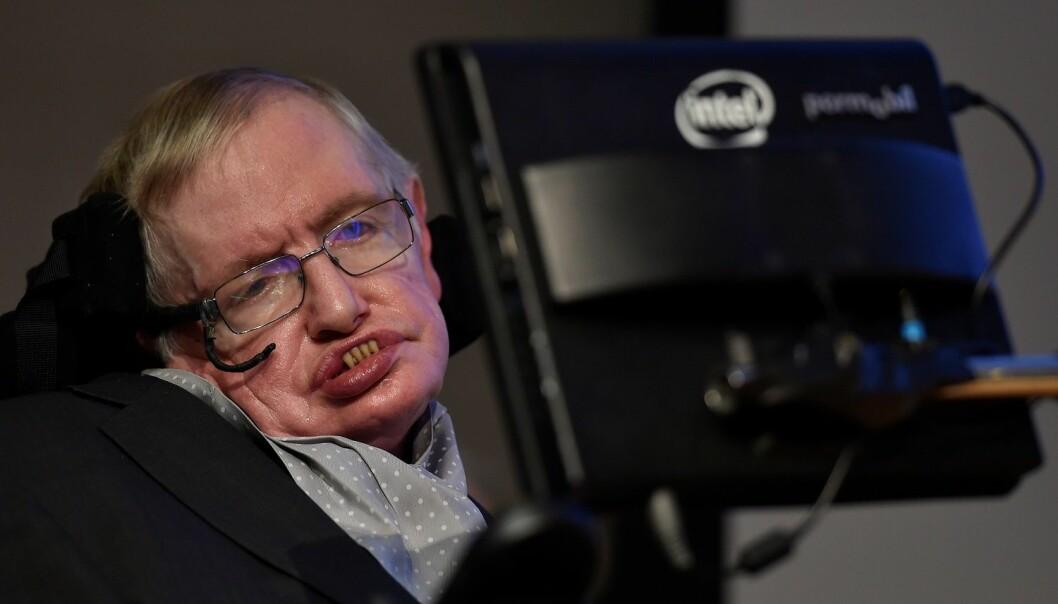 Gjennom annonsering på Google-plattformen har norske brukere av en lang rekke nettsider blitt eksponert for en annonse med et bilde av den verdenskjente matematikeren Stephen Hawking. I annonsen fremstår det som om Hawking snakker direkte til norske nettbrukere. (Foto: Reuters, Toby Melville, NTB scanpix)