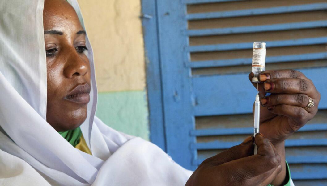 Vaksine mot hjernehinnebetennelse i Darfur. Sykdommen er dyr å behandle, og forskere anslår at vaksinen kan hindre at to og en halv million mennesker blir kastet ut i fattigdom. (Foto: Reuters/NTB scanpix)