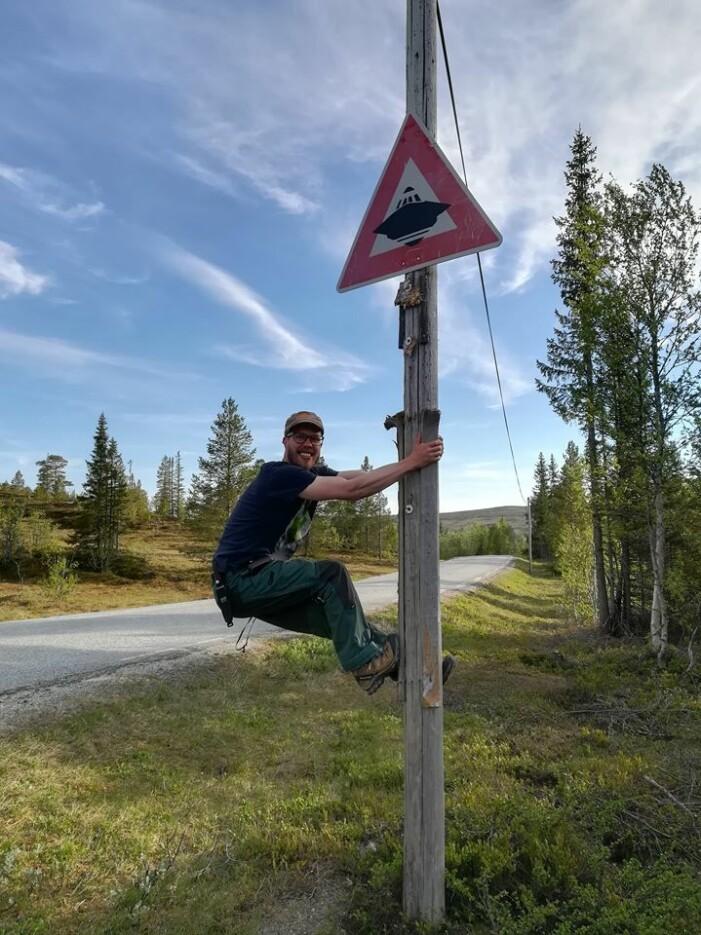Hessdalen er kjent for sine mystiske lysfenomen og medfølgende UFO-entusiaster fra fjern og nær, noe våre feltarbeidere har sansen for (Foto: Hilde Stokland Rui).