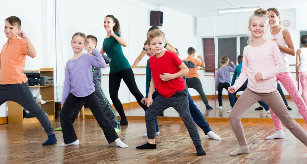 –Forskning viser at kroppsøvingslærere mangler kompetanse på å undervise i dans. Mange velger rett og slett å hoppe over danseundervisning, sier forsker. Hun har flere triks for hvordan lærerne kan komme over danseskrekken. (Illustrasjonsfoto: Shutterstock / NTB Scanpix)