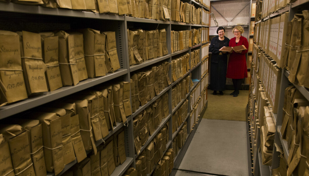I en bok dypt inne i Riksarkivet i Oslo finnes det skriftlige spor etter Norges første professor: Knud Leem. Han ble utnevnt til professor i 1752. (Foto: Stig Brøndbo)