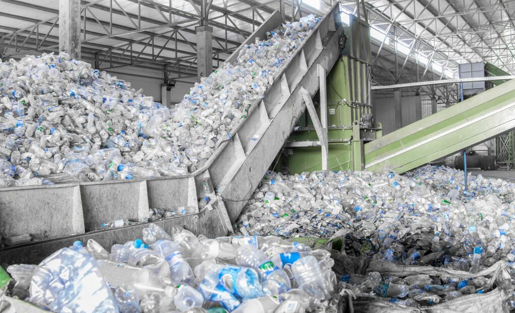 Engangsflasker i plast er noe av det enkleste å resirkulere. (Foto: Albert Karimov / Shutterstock / NTB scanpix)