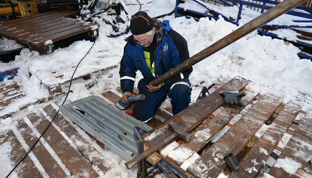 Dypt nede i bakken kan det skjule seg sjeldne verdifulle metaller. Forskere gjør nå omfattende undersøkelser i Fensfeltet på jakt etter disse metallene. (Foto: NGU)