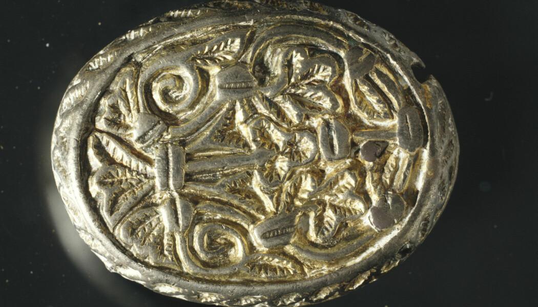 Vikingkvinnen ble gravlagt med denne beltespennen, som trolig kommer fra de britiske øyene. (Foto: R. Johnsrud, Arkeologisk museum, Universitetet i Stavanger)