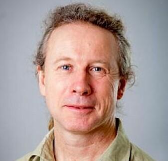 Jakob Jonsson forsker på spillavhengighet ved Stockholms universitet. Han er overrasket over hvor stor effekt det hadde å kontakte kundene. (Foto: Stockholms Universitet)