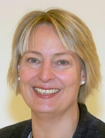 Tanja Sveen er rådgiver for ansvarlig spill i Norsk Tipping. Hun forteller at mange kunder ble overrasket da de fikk vite hvor mye de hadde tapt. (Foto: Norsk Tipping.)