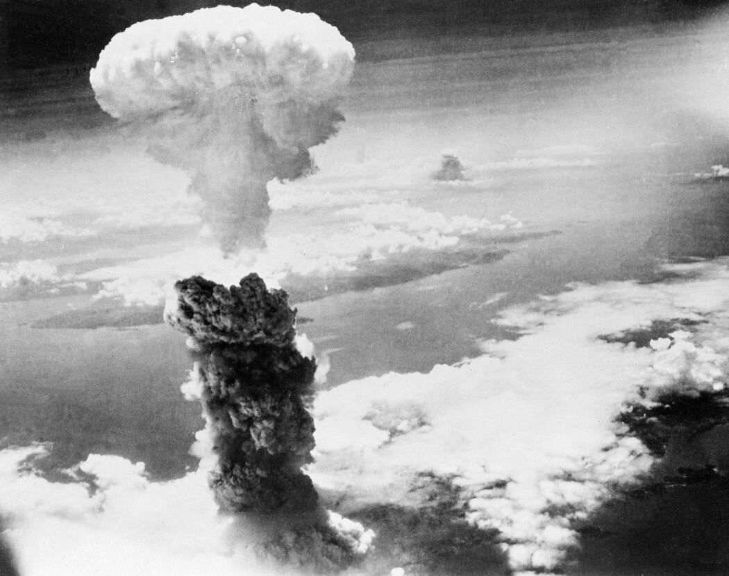 Denne enorme soppskyen hadde dannet seg tre minutter etter at amerikanerne slapp en atombombe på havnebyen Nagasaki den 9. august 1945. 70.000 mennesker døde øyeblikkelig, og flere titusener døde senere som følge av stråling og brannskader. (Foto: AP Photo / NTB Scanpix)