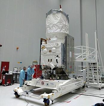 Aeolus gjøres klar for oppskytingen den 21. august 2018. Den er en av ESAs forskningssatellitter i Earth Explorer-serien. De måler alt fra jordas ismasser, sirkulasjonen i havet, magnetfeltet og mer. (Foto: ESA)