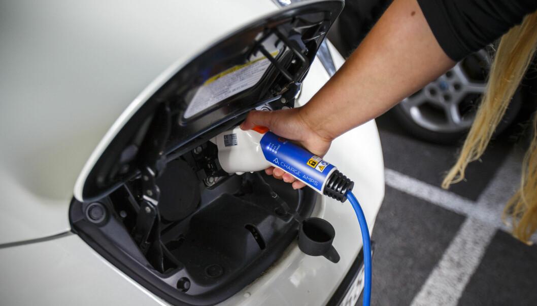 Ny batteriteknologi utviklet ved Institutt for energiteknikk kan gjøre at elbiler i framtiden vil kunne kjøre mye lenger enn i dag på hver lading. (Foto: Heiko Junge / NTB scanpix)