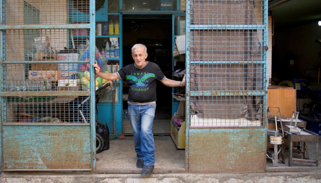 Noen flyktningleirer har blitt permanente bosteder der generasjoner organiserer livene sine med butikker og samlingssteder, men innbyggerne mangler likevel ofte økonomiske og politiske rettigheter. Shatila flyktningleir i Libanon ble dannet for palestinske flyktninger i 1949. I dag bor det også mange syrere der. (Foto: Jekaterina Saveljeva/Reuters/NTB scanpix)