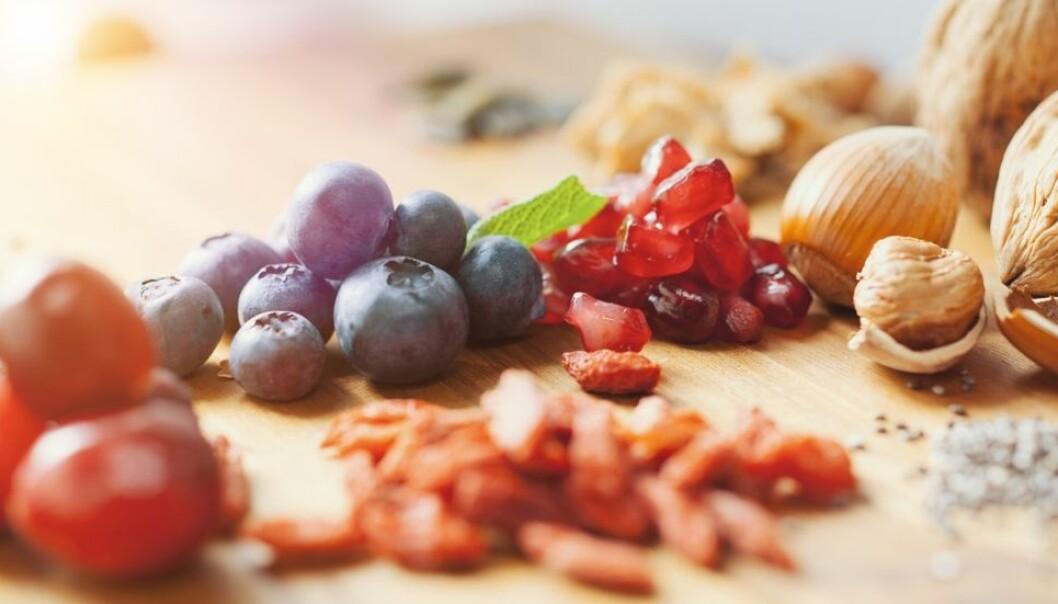 Gojibær er fulle av antioksidanter, kan vi lese på helseblogger og ukebladartikler. Chiafrø er magiske små helsebomber og gir deg superenergi, mener andre. – Supermat er ikke verdt pengene, mener forskere. Det vi trenger er mye forskjellig mat. Spiser du veldig mye av noe, selv om det er sunt, kan det bli for mye.  (Foto: Alexander Kirch / Shutterstock / NTB scanpix)