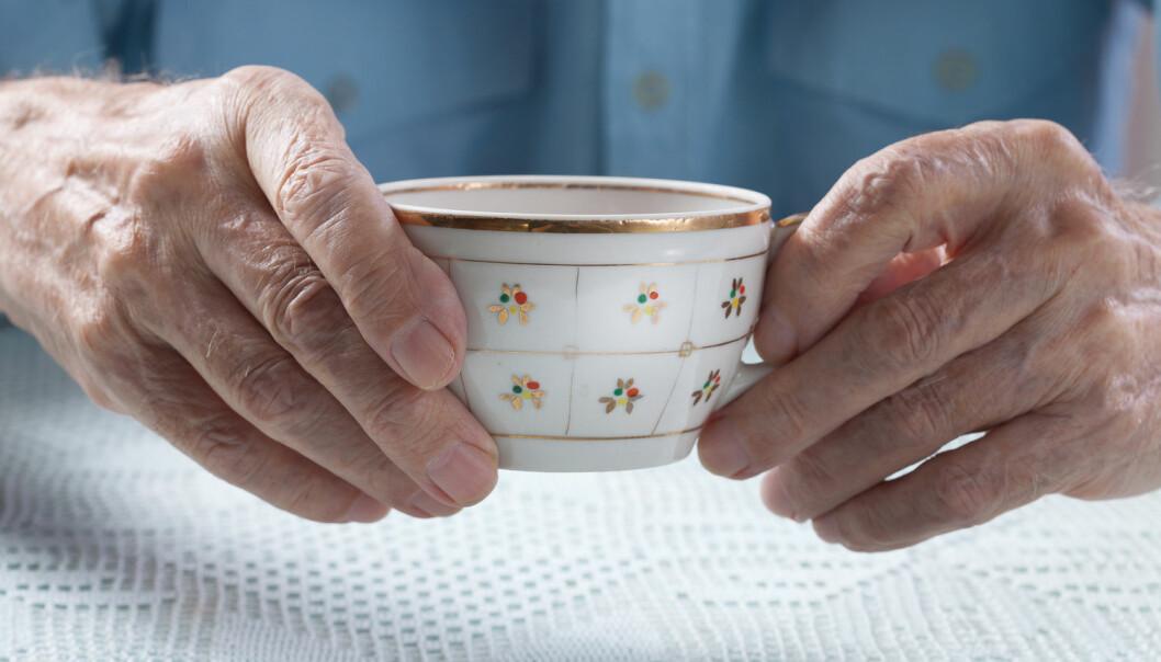 Skjelving på hendene er ofte en av de første symptomene på Parkinsons.  (Foto: Shutterstock)