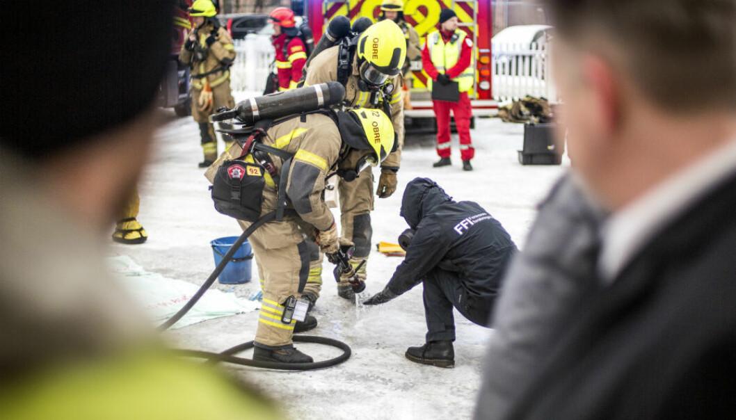 Verktøyet fra et av prosjektene skal kunne brukes av en rekke beredskapsaktører, for eksempel Oslo brann- og redningsetat, for å finne farlige kjemiske stoffer. Bildet er fra en demonstrasjon ved Sagene brannstasjon nylig. (Foto: Lars Magne Hovtun, Oslo brann- og redningsetat)