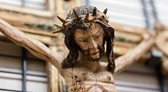 Dette krusifikset ble laget slik at folk skulle møte blikket til den døende Jesus