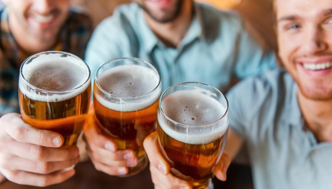 Forskere vil finne ut av hva som får ned risikabel drikking blant norske arbeidstakere. (Illustrasjonsfoto: g-stockstudio / Shutterstock / NTB scanpix)