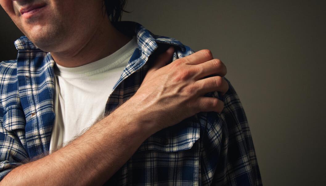 Operasjon på grunn av skuldersmerter er blitt stadig vanligere. Men forskningen peker mot at metoden ikke virker mer enn placebo. (Foto: igorstevanovic / Shutterstock / NTB scanpix)