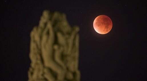 Århundrets lengste totale måneformørkelse skjer fredag