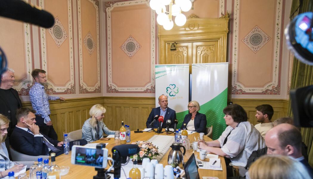 Partileder i Senterpartiet, Trygve Slagsvold Vedum, og parlamentarisk leder, Marit Arnstad på en pressekonferanse før sommerferien på Stortinget. (Foto: Axel Nilsson Raftsjø, NTB scanpix)