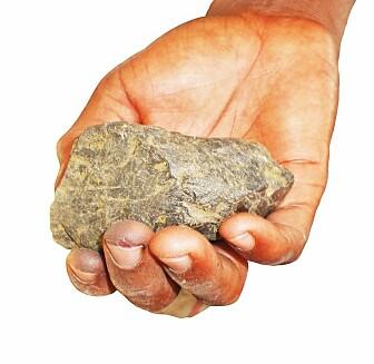 Coltan fra DR Kongo inneholder tantal, som brukes i mikro-chips. Utvinningen har ført til mange brudd på menneskerettighetene. (Foto: Shutterstock / NTB Scanpix)