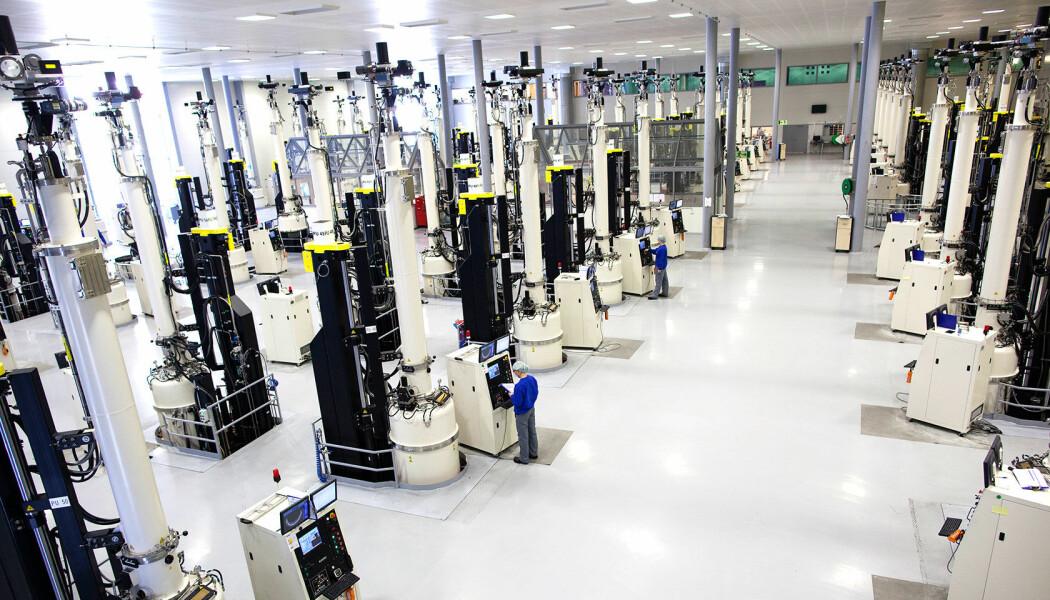 Hvordan lager man solceller? Det hele starter med produksjonen av monokrystallinsk silisium. Bildet er fra fabrikken til solcellebedriften NorSun (Foto: NorSun)
