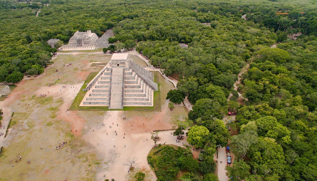 Chichen Itza og pyramiden i dag. (Bilde: Dronepicr/CC BY 3.0)