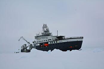 Det isgående forskningsfartøyet «Kronprins Haakon» har vært gjennom et omfattende testprogram. I sommer ble skipet prøvekjørt i havisen nord for Svalbard. (Foto: Øystein Mikkelborg / Norsk Polarinstitutt)