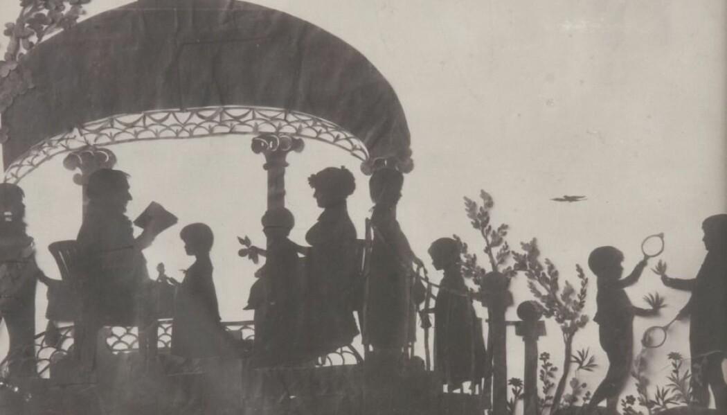 Silhuettgruppe av Niels Andreas Vibe med hustru, Margery Kierulff, og deres barn i Mortmanns hage (1811) (Eier: Norsk folkemuseum)
