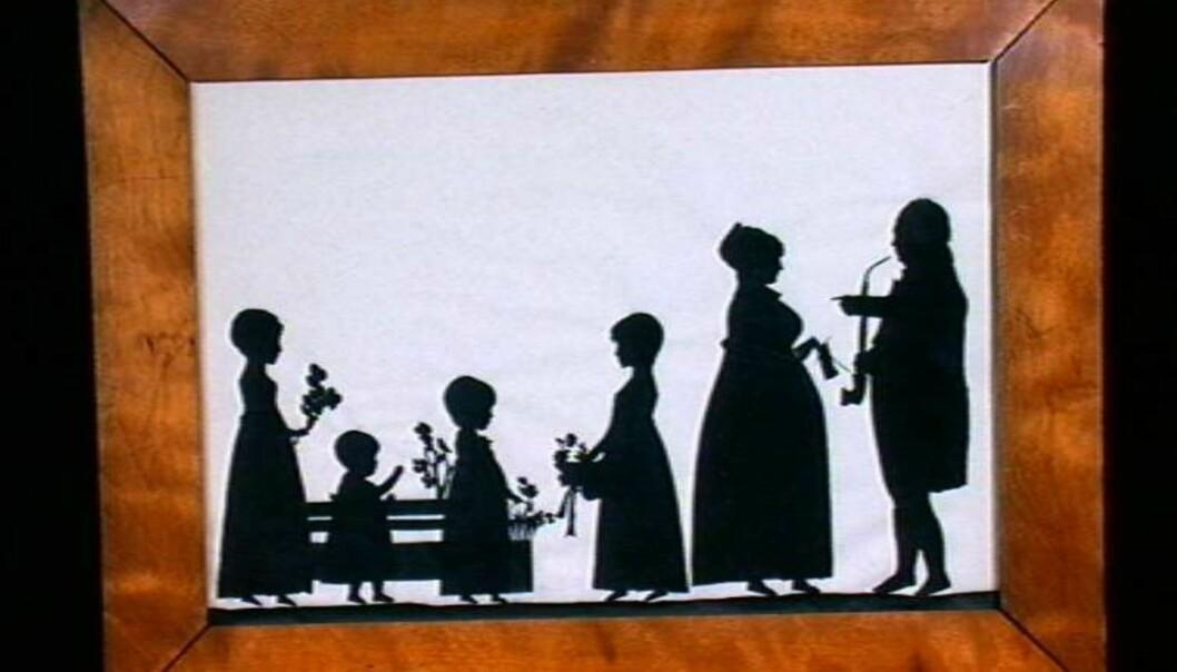 Skipsreder Christen Lorentz Sørensen og hustru Kirsten Margrethe f. Grøn, samt deres døtre. (Påskrift: En Borgerfamilie i Sandefjord fra Aaret 1813 m.m.) (Eier: Norsk folkemuseum)