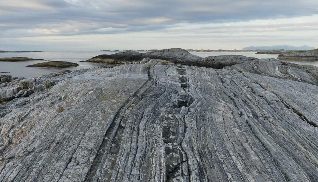 Blankskurte svaberg gir oss et godt bilde av geologien i havgapet. (Foto: Ane K. Engvik)