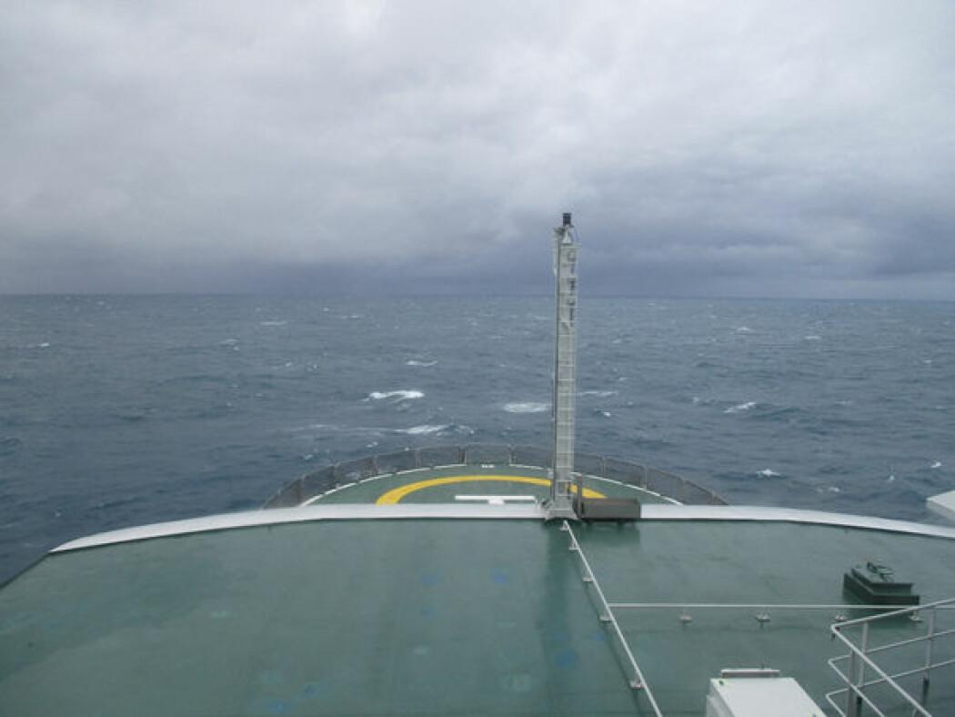 «Kronprins Haakon» på veg nordover i Barentshavet. (Foto: Leif Christian Stige, UiO)