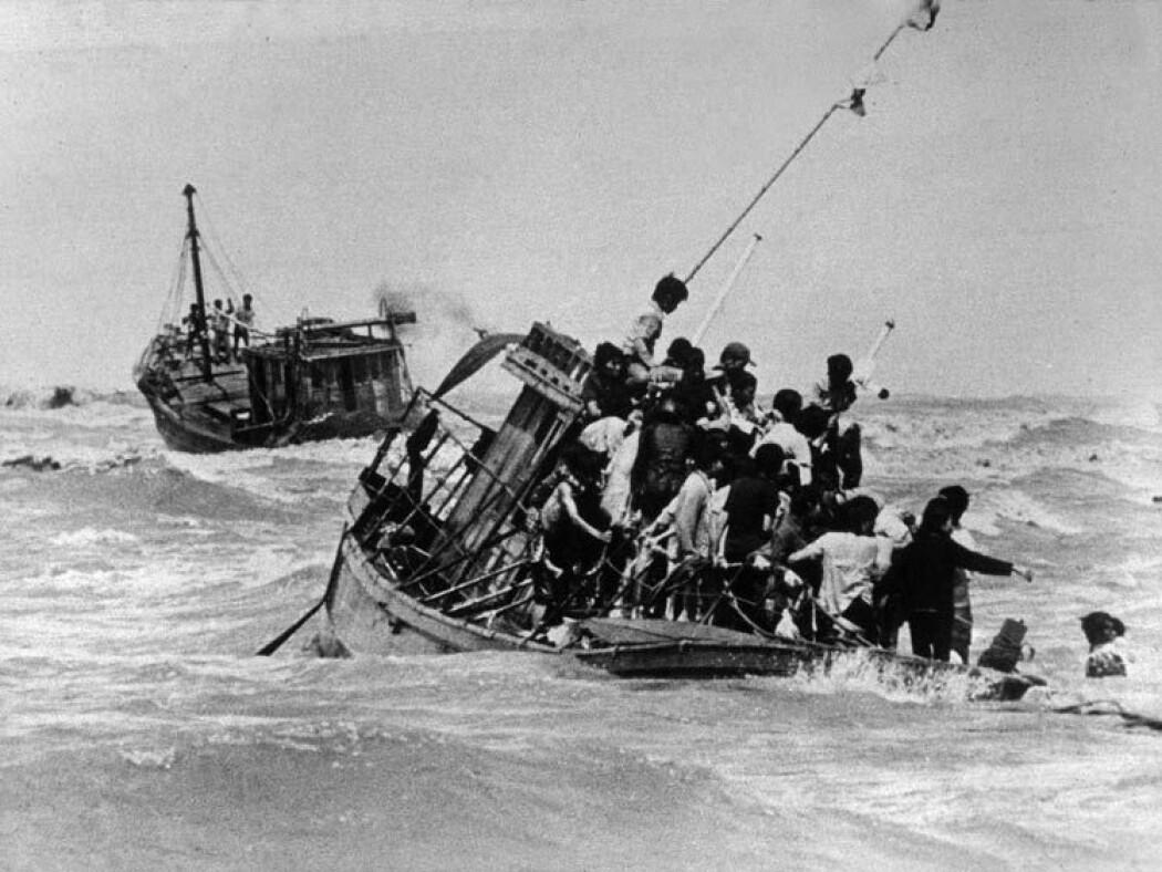 Vietnamesiske båtflyktninger i Sør-Kinahavet i 1979. (Foto: The National Archives of Australia, NAA: A12111, 2/1979/46A/46.)