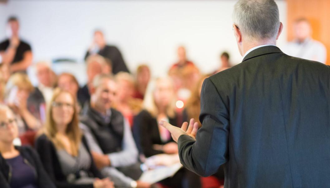 De er menn, og de snakker oftere enn kvinner om forskningen sin foran en forsamling. (Foto: Shutterstock/NTB scanpix)