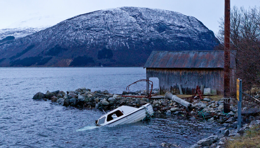 Kvifor kjem stormar som Dagmar, Nina eller Nyttårsorkanen når dei gjer? Kva gjer at dei blir dei så kraftige, og kva skjer når dei treffer norskekysten? UiB-forskarar vil finne svara.  (Foto: Runar Andersen / Scanpix)