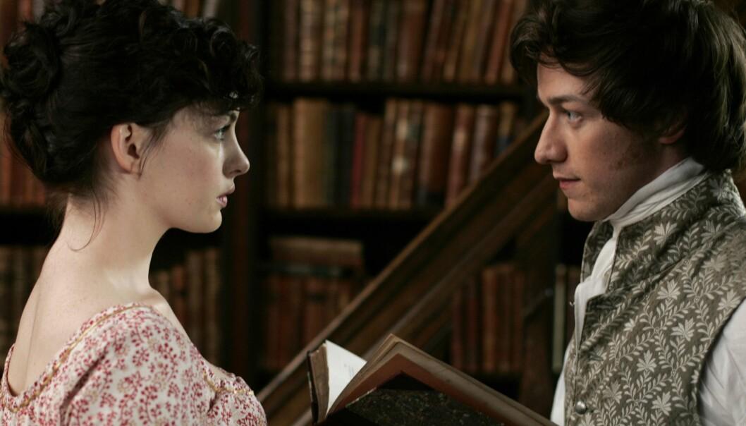Anne Hathaway og James McAvoy i filmen Den unge Jane Austen fra 2007. Men hvordan hørtes egentlig engelskmenn ut på begynnelsen av 1800-tallet? (Foto: SF Norge)