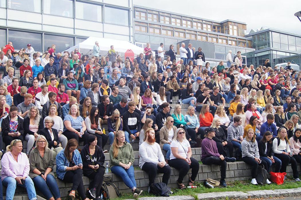 Studenter ved daværende Høgskolen i Lillehammer svarte på spørsmål om frafall, sosiale aktiviteter og forpliktelsen de følte for studiet de tok. Her fra studiestart ved Høgskolen i Innlandet. (Foto: Håkon Boye Bergum)