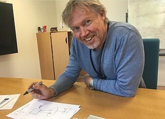 Gorm Johansen i Sintef forklarer hvordan de ulike farkostene klarer å kommunisere, både over og under vann. (Foto: Sintef)