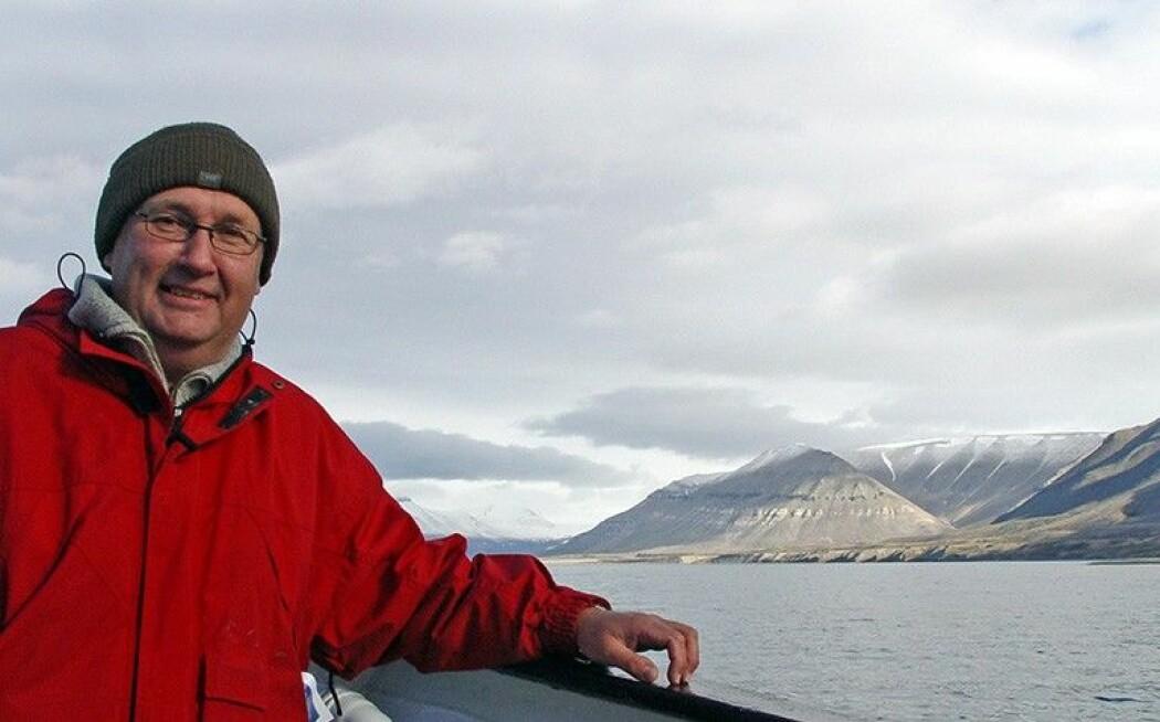 Det første året etter sin exit som direktør, skal Morten Smelror ferdigstille prosjekt i Arktis og Barentshavet. Her er han på Svalbard. (Foto: Berit Løkken)