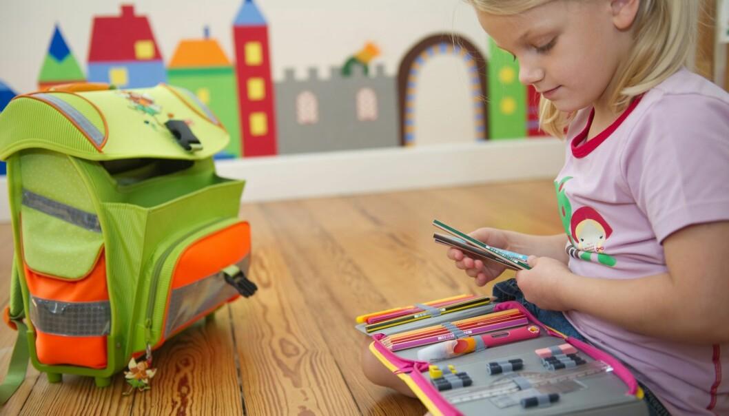 Er det fremdeles nok rom for å leke seg til læring når man har begynt på skole, eller blir det for mye alvor når man går fra barnehage og førskole til skolebenk? (Foto: Jan Haas / NTB scanpix)