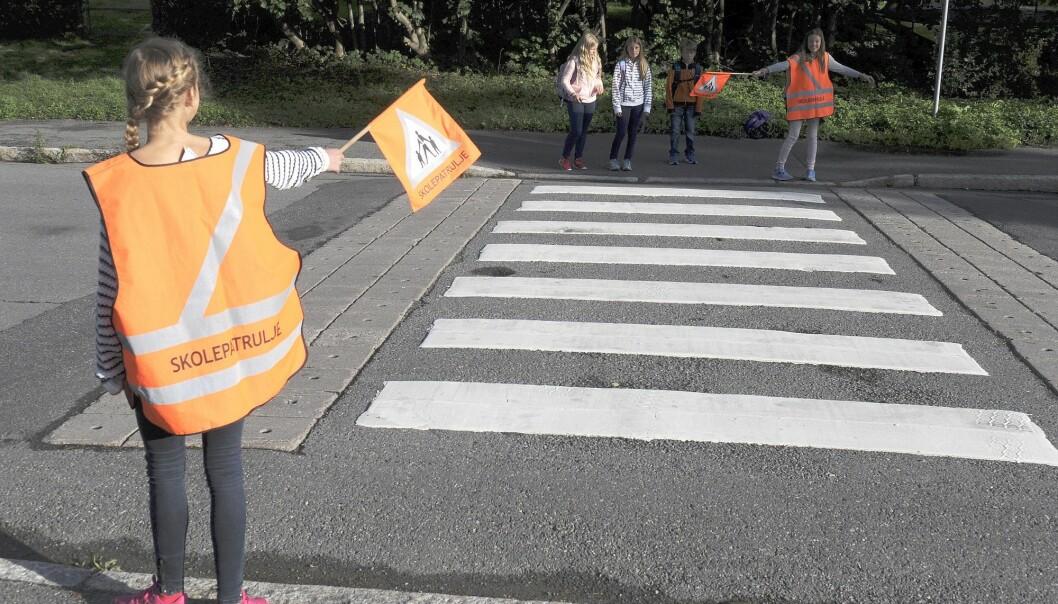 På Korsvoll skole har elevene i år kartlagt trafikksikkerheten og reisevaner for egen skolevei i en egen mobilapp. Skolepatruljen passer på de mest belastede veiene. (Foto: Terje Pedersen / NTB scanpix)