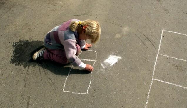 I Oslo by svarte 42 prosent av barn i alderen 6–12 år at de lekte ute i 2005. Men knappe ti år senere var det bare 24 prosent av barna som lekte utendørs uten av voksne var til stede. (Foto: Foto: Gorm Kallestad, scanpix)