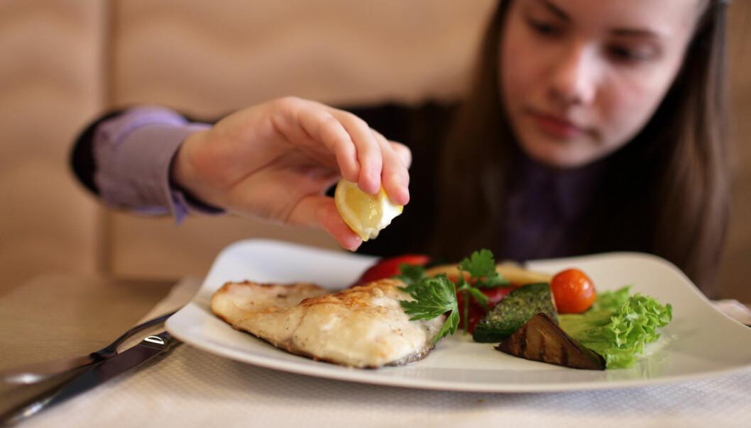Forskere ville se om mat som fet fisk og kjøtt kunne påvirke konsentrasjonsevnen til ungdomsskoleelever. Det skulle vise seg å være vanskeligere å finne ut av enn forskerne hadde trodd. (Illustrasjonsfoto: Shutterstock / NTB Scanpix)