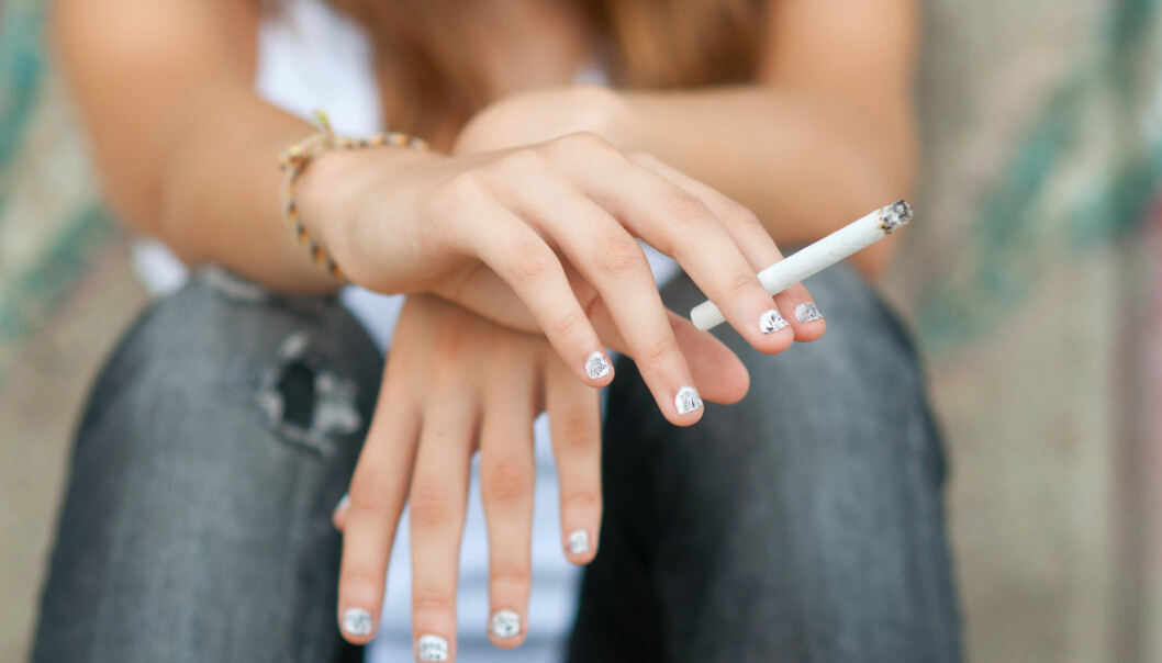 Selv om antall røykere har gått ned de siste tiårene, er det fortsatt altfor mange som begynner å røyke, mener forskerne bak en ny studie. (Foto: Shutterstock)