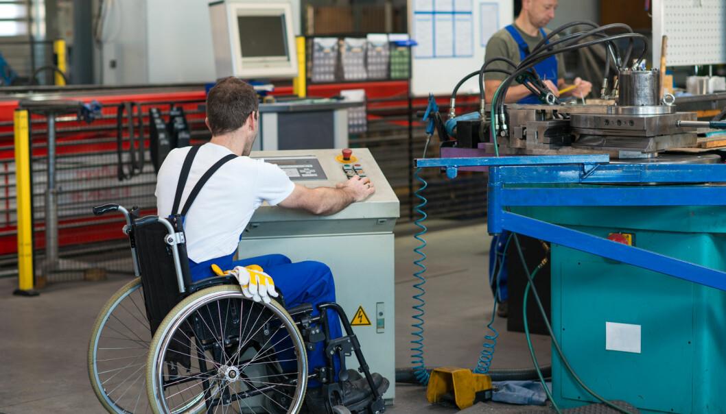 Til tross for store summer fra NAV, støtte til IA-bedrifter og flere andre virkemidler har ikke Norge gode nok resultater på å få folk med funksjonsnedsettelse ut i arbeidslivet, mener forsker Bjørn Hvinden.  (Illustrasjonsfoto: Shutterstock / NTB Scanpix)