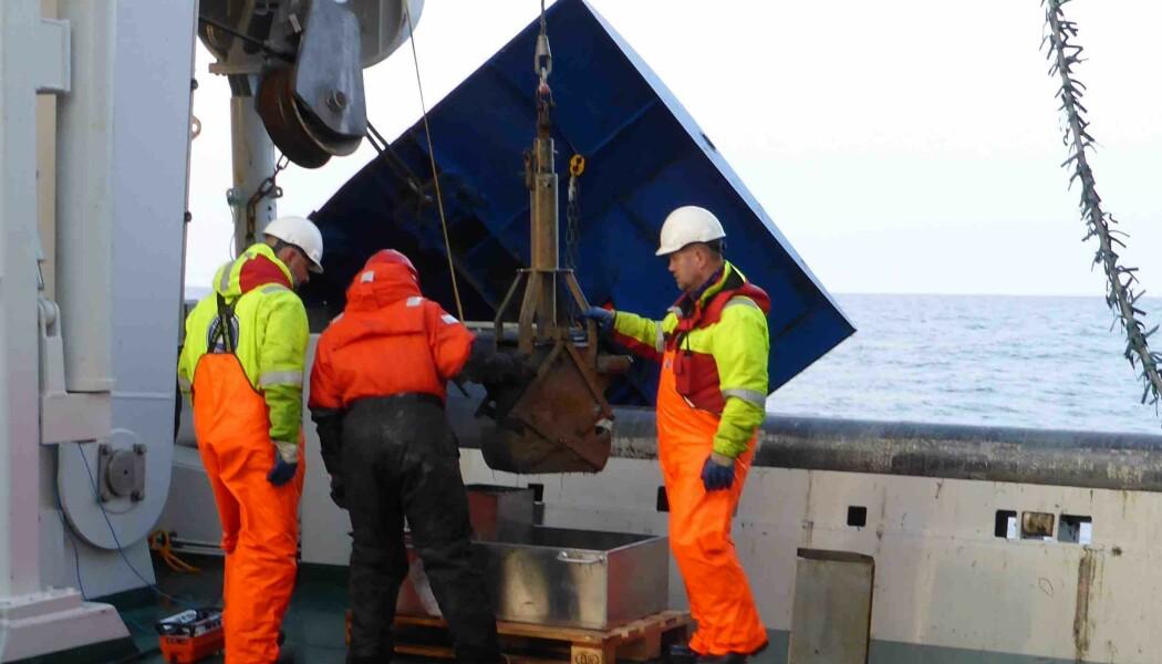 Boxcorer på vei opp fra stasjon i Barentshavet. (Foto: Emmelie Åström)
