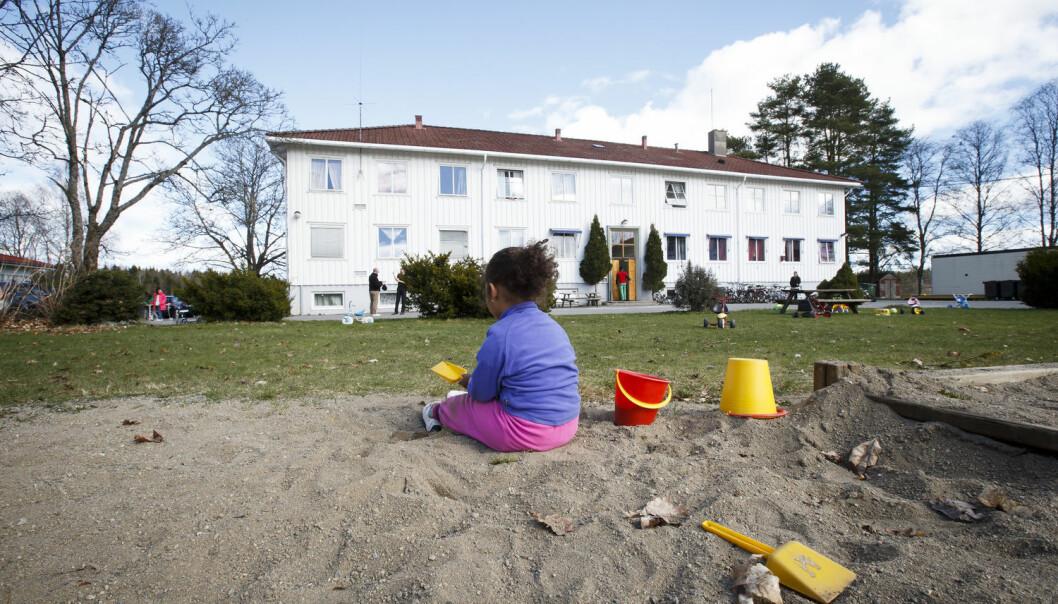 Mange barn blir boende lenge på asylmottak. Da lever de også lenge i fattigdom. Bildet er tatt i en annen sammenheng. (Foto: Heiko Junge/NTB scanpix)